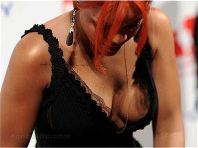 Rihanna'dan frikik